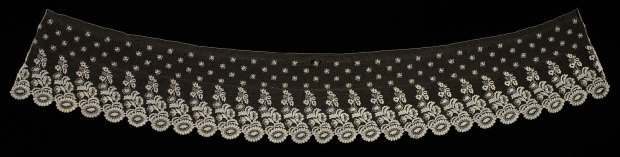 An example of Blonde Lace , France, 1830s.(Image Courtesy of The Museum of Fine Arts, Boston.)