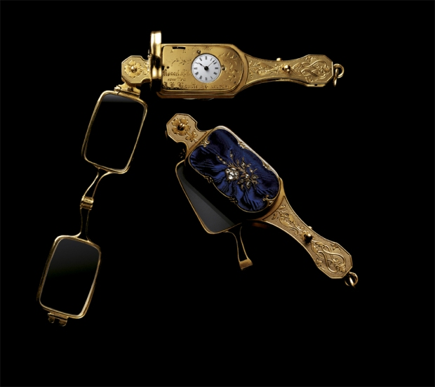 Rossel & Fils Lorgnette, yellow gold with blue enamel and diamonds, with watch, circa 1860 .(Image by Pierre EmD CC BY-SA 3.0.)