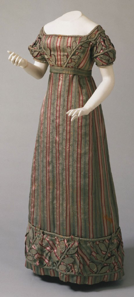 1823 Striped Silk American Gown.( Image via Philadelphia Museum of Art.)