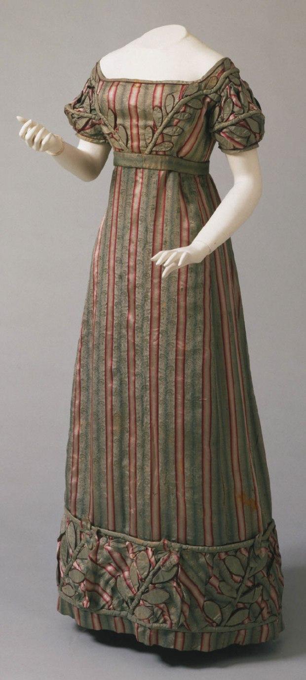 1823 Striped Silk American Gown.( Image via Philadelphia Museum of Art.)