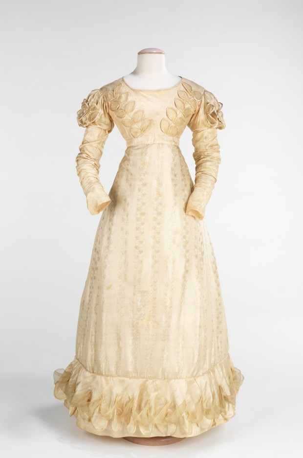 1824 American Silk Wedding Dress.(Image via Met Museum.)