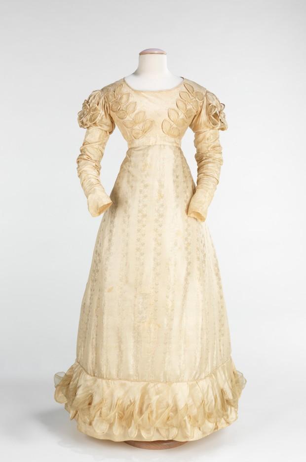 1824 American Silk Wedding Dress.(Image via Met Museum.)