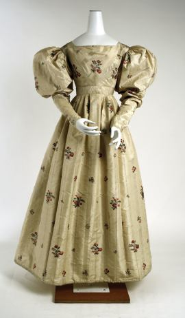 1828 American Silk Evening Dress.(Image via Met Museum.)
