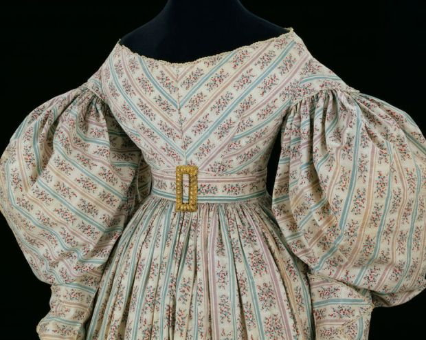 1830-34 British, Printed Cotton Day Dress.(Image via Victoria and Albert Museum)