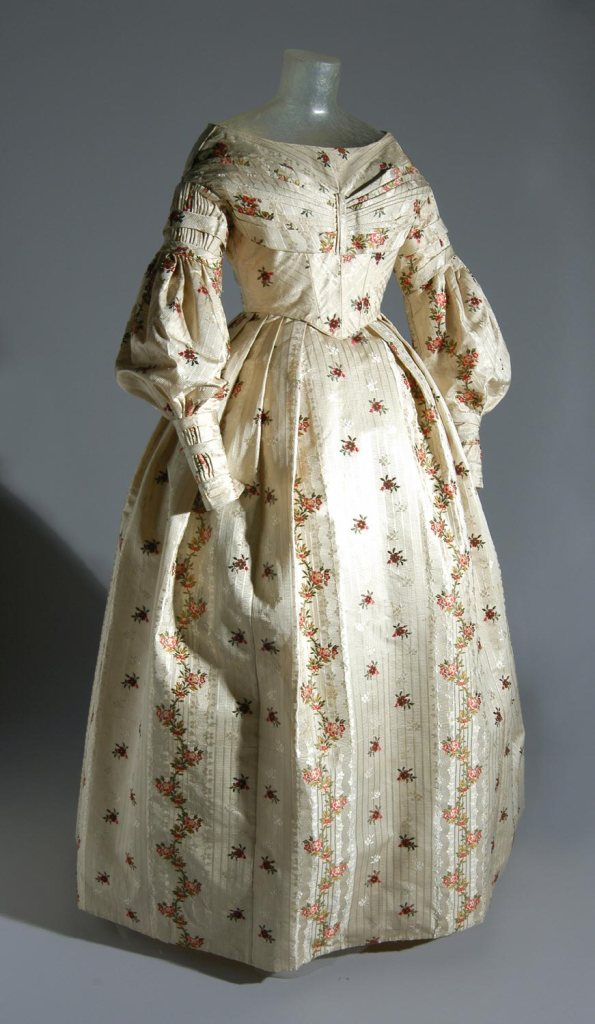 1837 Silk Dress.(Image via Philadelphia Museum of Art)