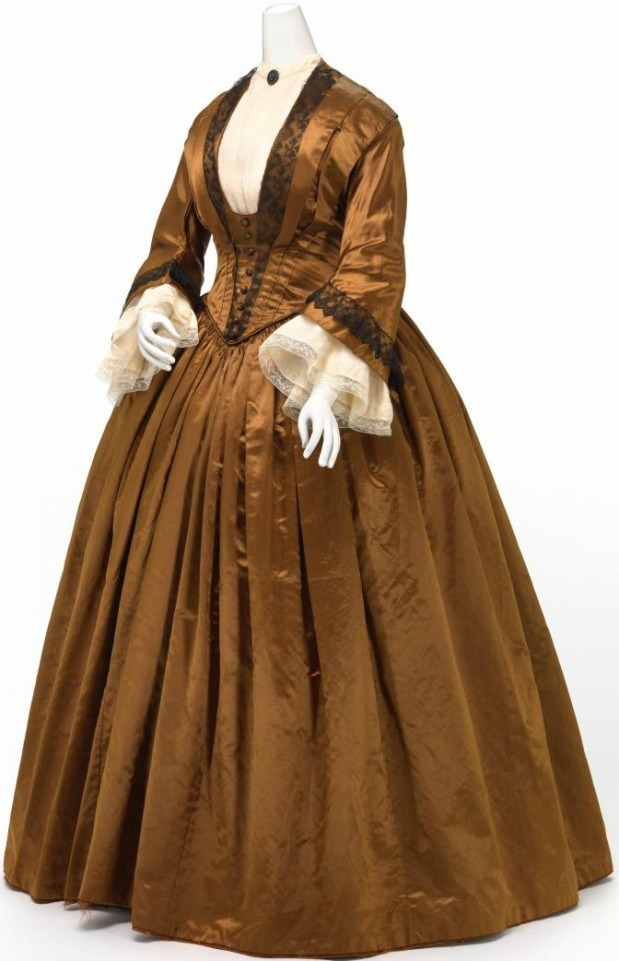 1845-1850 Silk Gown.(Image via National Gallery of Victoria, Melbourne)