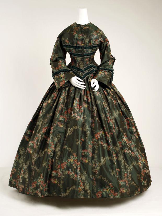 1852 American Silk Afternoon Dress.(Image via Met Museum)