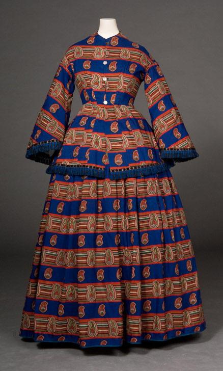 1854-1856 Wool and Silk Day Dress.(Image via FIDM Museum)