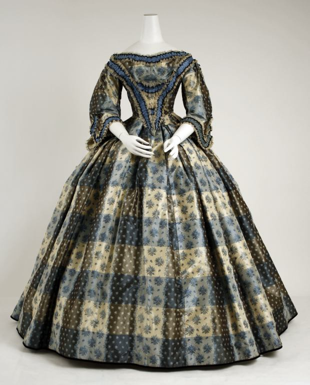 1855-1859 British Silk and Cotton Dinner Dress.(Image via Met Museum)