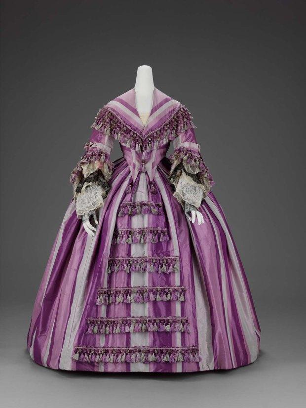 1856-1858 American Silk Taffeta Dress.(Image via MFA Boston)