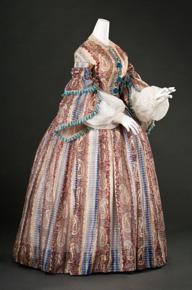 1857 Printed Twill Day Dress.(Image via FIDM Museum)