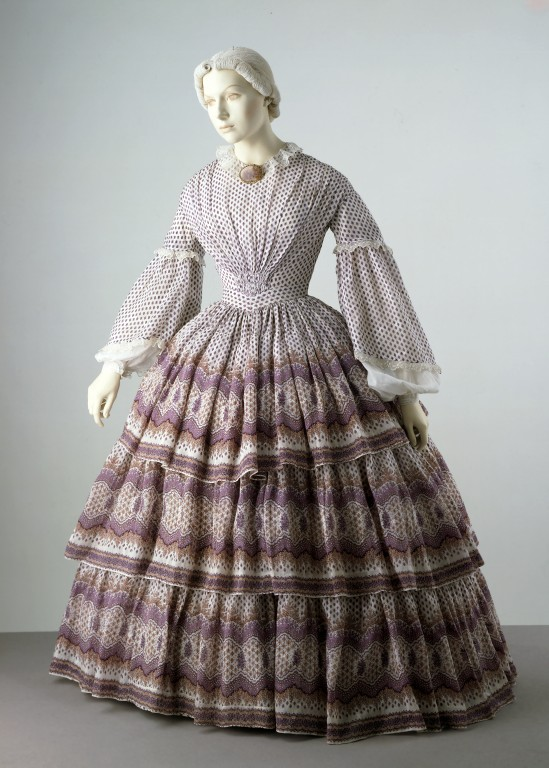 1858-1860 British Printed Cotton Summer Day Dress.(Image via Victoria and Albert Museum)