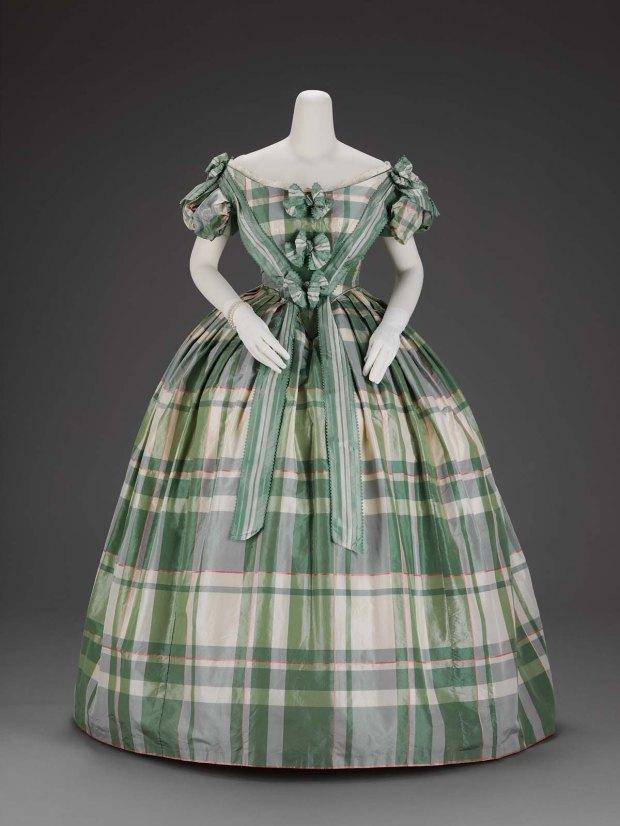 1859-1860 American silk taffeta evening dress via MFA for article