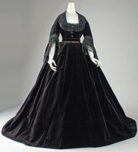 1861 French Silk Dress.(Image viaMet Museum)