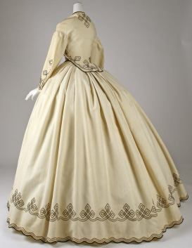 1862-64 American Cotton Promenade Dress.(Image via Met Museum)