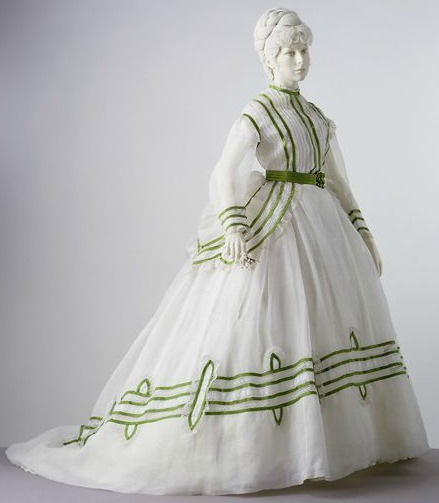 1869 Cotton Muslin Summer Day Dress.( Image via Victoria and Albert Museum)