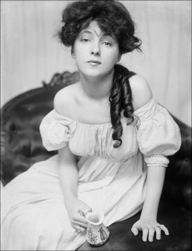 Portrait of Evelyn Nesbit, 1900.