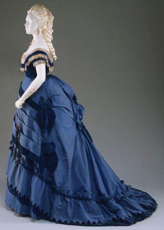 1870 Gown.(Image via Philadelphia Museum of Art)