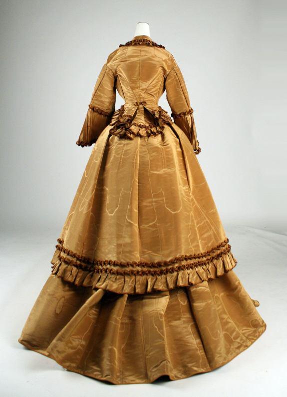 1871 American Silk Wedding Dress.(Image via Met Museum)