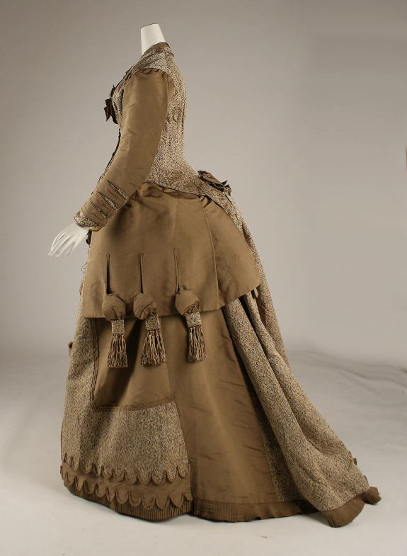 1874–75 American Silk and Cotton Dress/(Image via Met Museum)