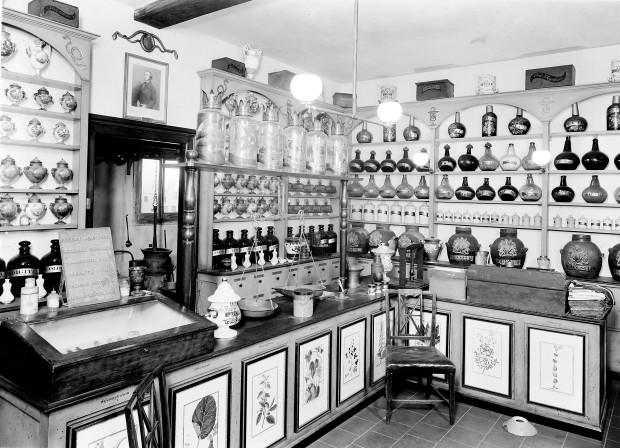 John Bell's Pharmacy, 19th Century.(Image via Wellcome Library)