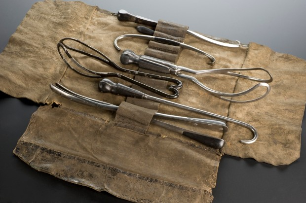 Obstetrical Instrument Set, England, 1851-1900. (Wellcome Library CC BY 4.0)