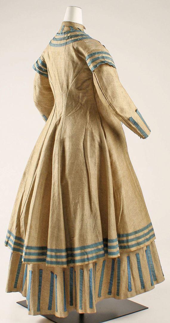 1864-1868 American Wool Seaside Ensemble.(Image via Met Museum)
