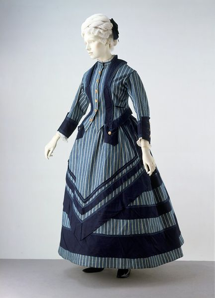 1872 British Cotton Seaside Costume.(Victoria and Albert Museum)