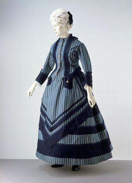 1872 British Cotton Seaside Costume.(Victoria and Albert Museum)
