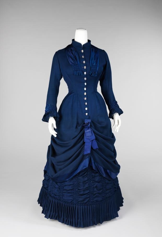1881 Dress.(Met Museum)