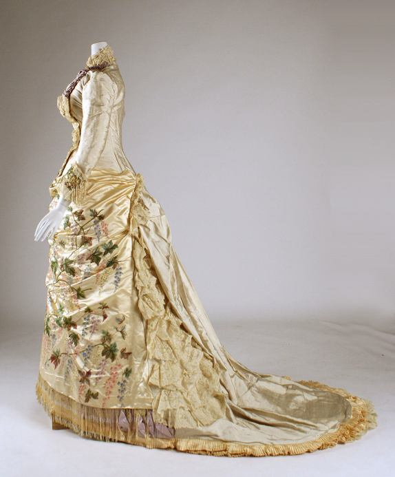 1882-1883 Mme. Martin Decalf French silk gown.(Met Museum)