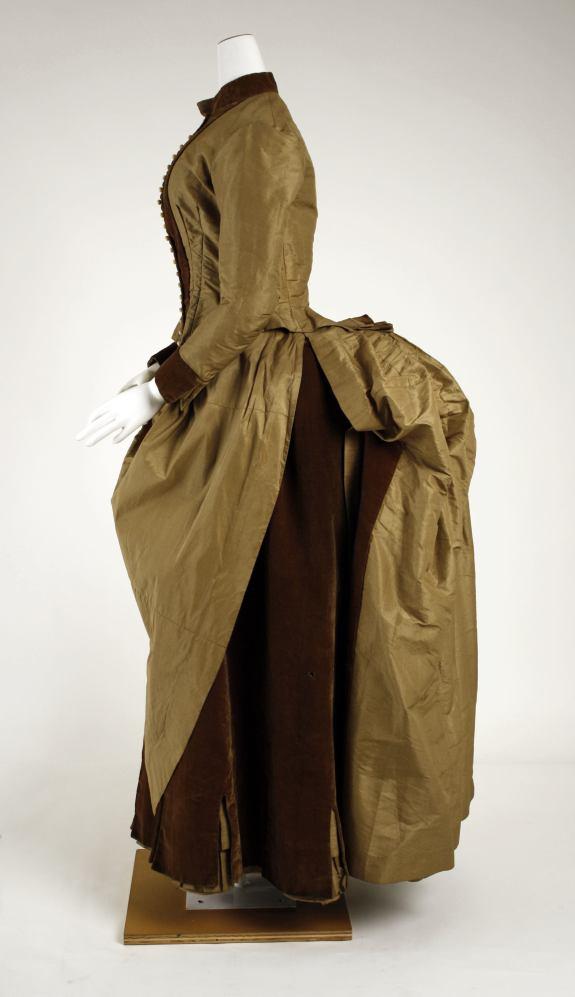 1884 American Silk Gown.(Met Museum)