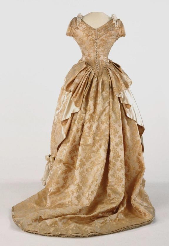 1886-1887 Figured Silk Evening Dress. (Philadelphia Museum of Art)