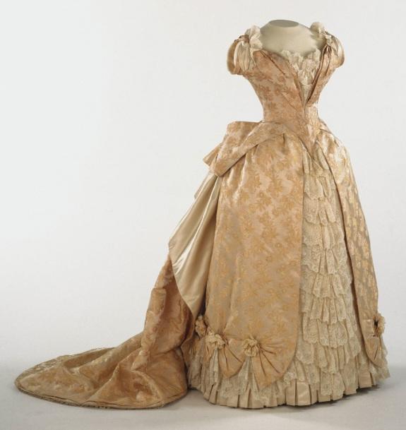 1886-1887 Figured Silk Evening Dress.(Philadelphia Museum of Art)