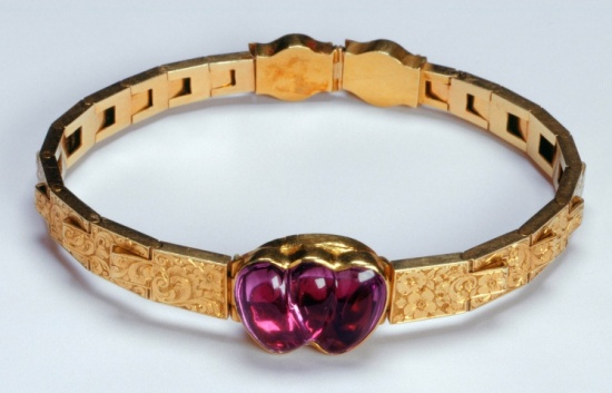 1839 Amethyst and Gold Bracelet belonging to Queen Victoria.(Royal Collection Trust)