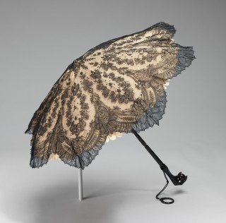 1860-65 American Silk Parasol with Bird's Claw Handle.(Met Museum)