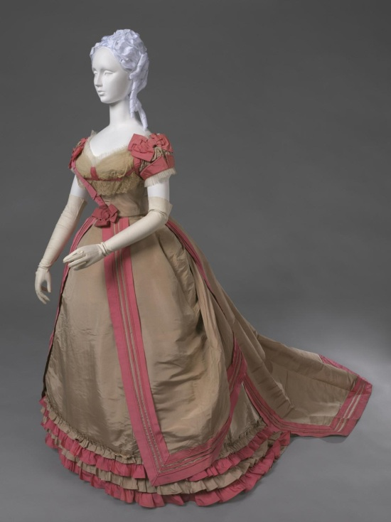 1866-1868 House of Worth Evening Dress.(Philadelphia Museum of Art)