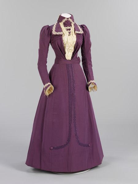 1899 Wedding Dress Ensemble.(Victoria and Albert Museum)