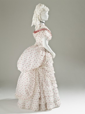 1875 White and Red Cotton Dress.(LACMA)