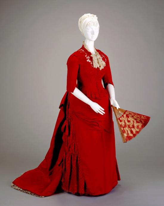1886 Red Silk Reception Dress.(Cincinnati Art Museum)