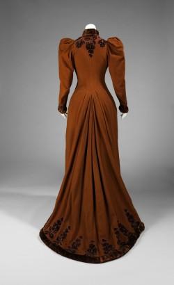 1892 Afternoon Dress.(Met Museum)
