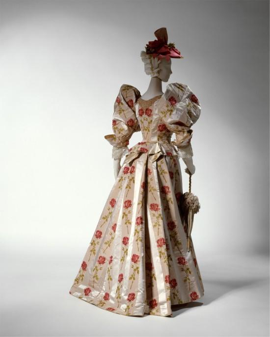 1895 Silk Dinner Dress.(Met Museum)