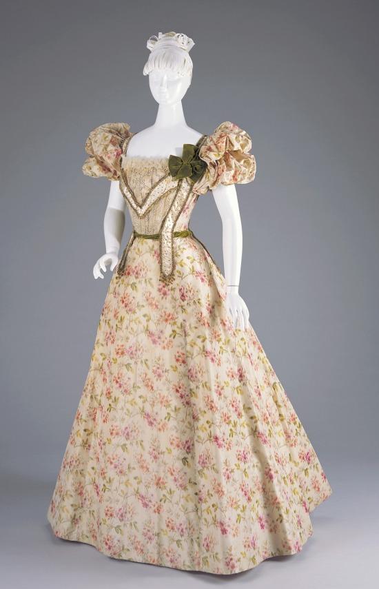 1897 Silk Evening Dress.(Cincinnati Art Museum)