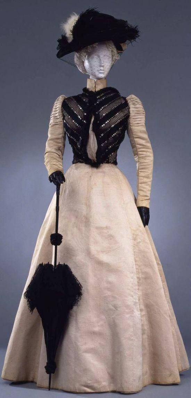 1898 Walking Dress.(Galleria del Costume di Palazzo Pitti/Europeana Fashion)