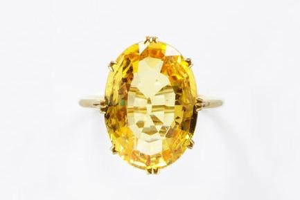 1800-1869 Yellow Sapphire Ring.(Victoria and Albert Museum)