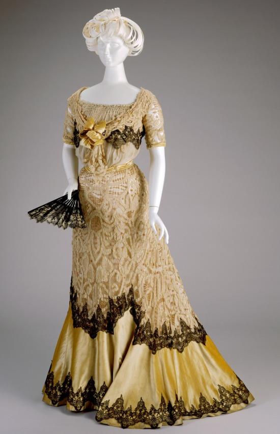 1900-1902 Kate R. Cregmile Evening Dress.(Cincinnati Art Museum)