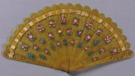 Yellow Horn Fan with Floral Motifs, early to mid-19th Century.(MFA Boston)