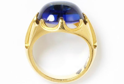 1850 Sapphire and Gold Ring.(Victoria and Albert Museum)