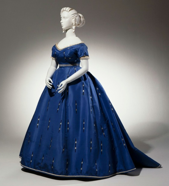 1865 French Evening Ensemble. (Cincinnati Art Museum)